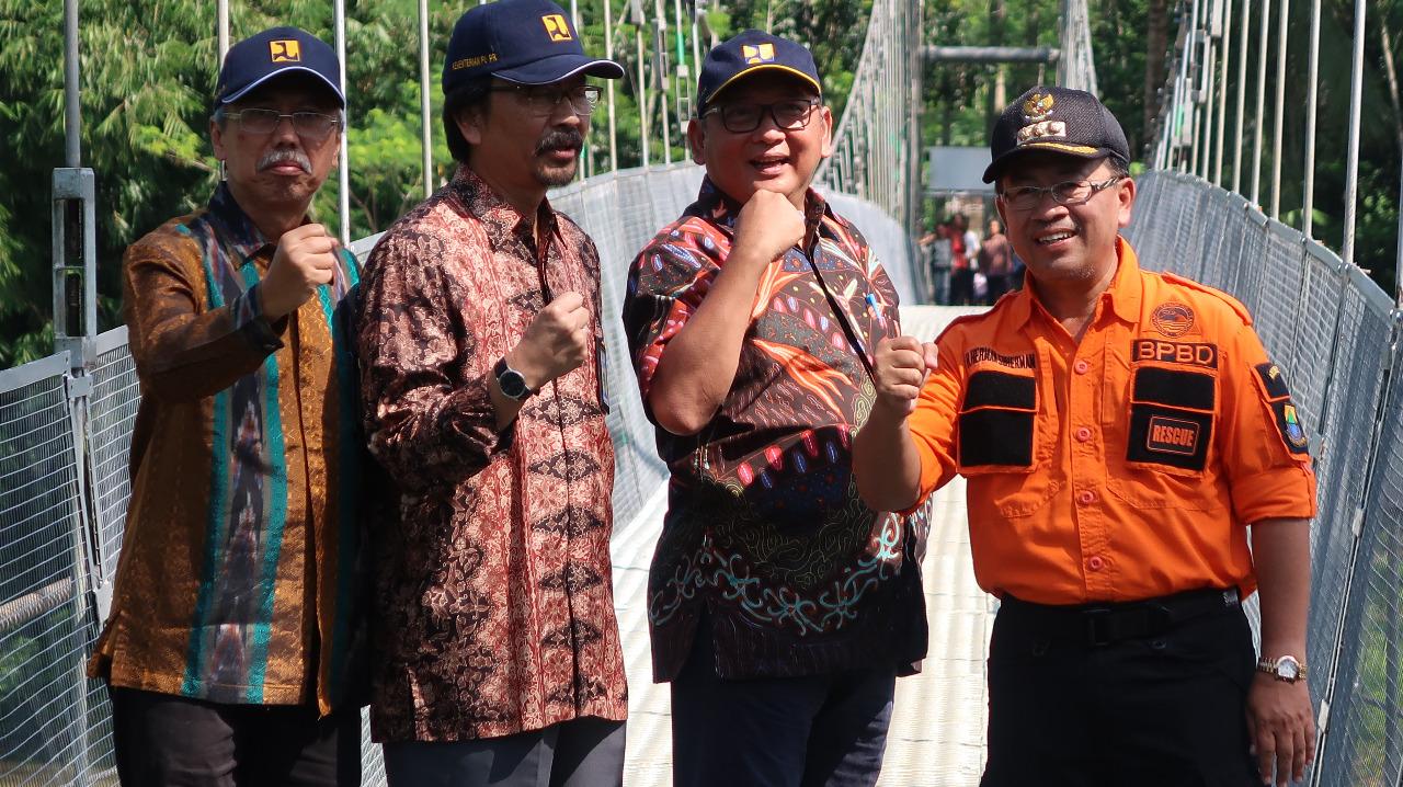 Pusjatan Bangun Jembatan Gantung Teknologi JudesA Hubungkan Desa Terpencil di Cianjur