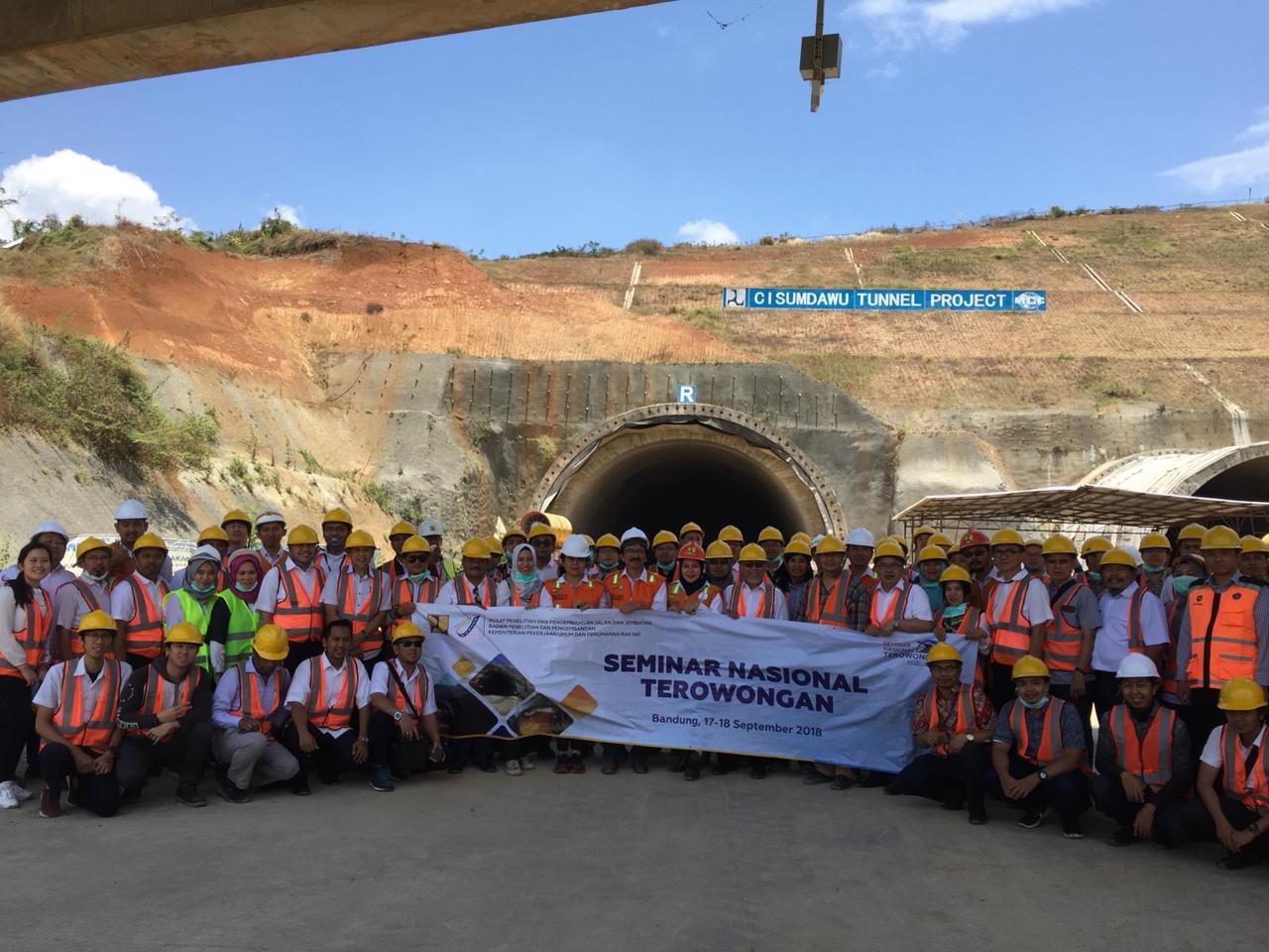 Kunjungan Teknik ke Lokasi Konstruksi Terowongan Jalan Bebas Hambatan Cisumdawu dalam Rangkaian Acara Seminar Nasional Terowongan